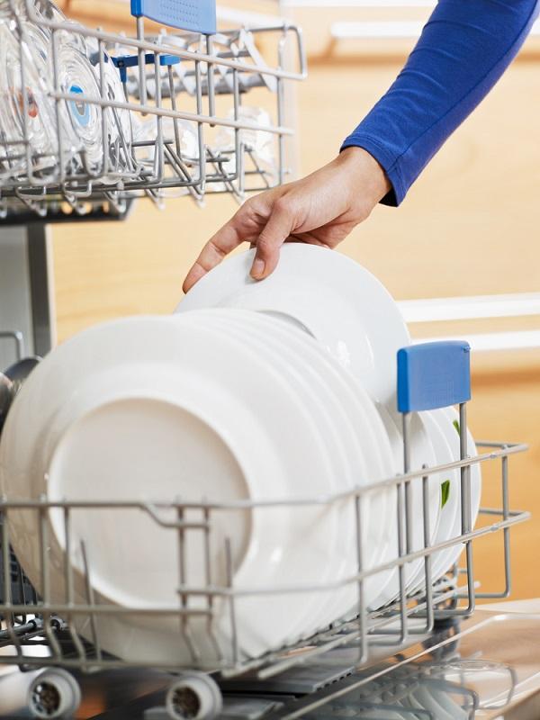 Tips Hemat Air Saat Cuci Piring
