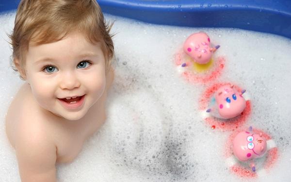 Tips Aman Memandikan Bayi